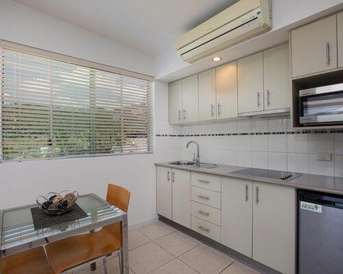 airlie-beach-studio-apartments (12)
